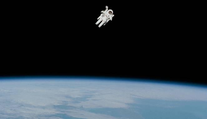 Astronot Pertama Terbang Bebas di Angkasa Meninggal Dunia