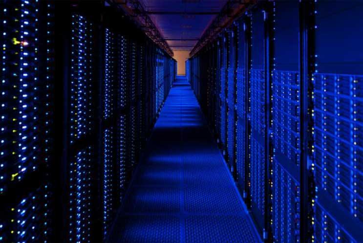Alasan Microsoft Belum Berani Bangun Data Center di Indonesia