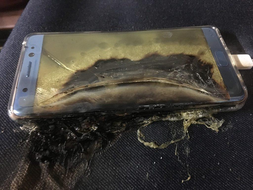 5 Penyebab Baterai Smartphone Terbakar