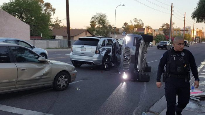 mobil tanpa sopir uber kembali tabrak mobil orang di jalan Mobil Tanpa Sopir Uber Kembali Tabrak Mobil Orang di Jalan